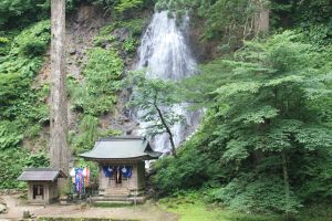Waterfall on way to Haguro san photo credit Thom Stone