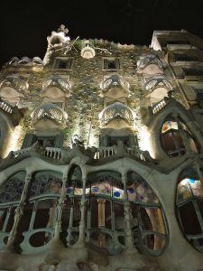 Casa Battlo at night